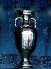 El trofeo de la Eurocopa de la UEFA